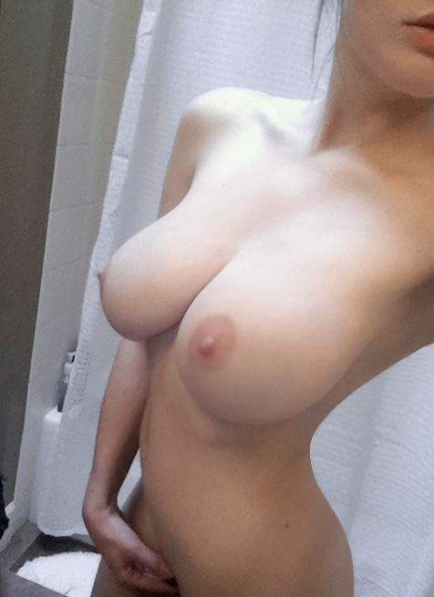 Фото грудь голая