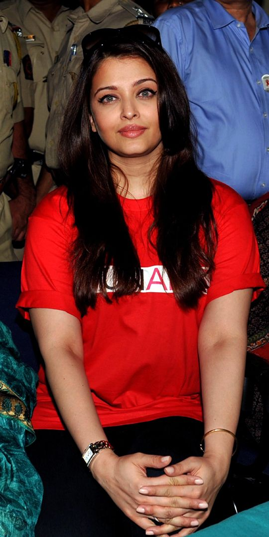 Aishwarya Rai Bachchan #Bollywood #Fashion