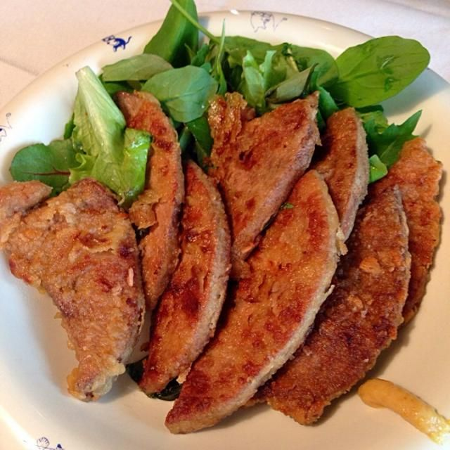 クックパッドのレシピより。 豚レバーを食べたくなって、作ってみました。  柔らかくて、美味しくて、ご飯が進みそうになりましたが、雑穀米を小さなお茶碗一膳だけ食べました。  たまに肉!の衝動に駆られた時にいいかもしれません。 - 15件のもぐもぐ - 豚レバーの生姜焼き。 by kazkichi