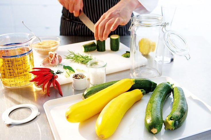 ber ideen zu zucchini einlegen auf pinterest einmachen gr ne paprika einfrieren und. Black Bedroom Furniture Sets. Home Design Ideas