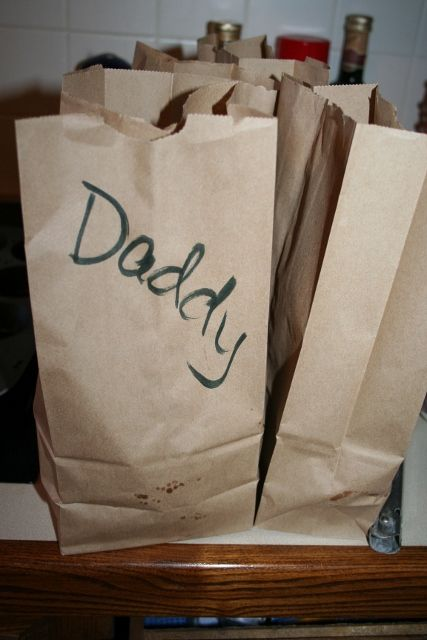 Tips for packaging Food for a Family Picnic- save money at the ballpark by bringing your own food!