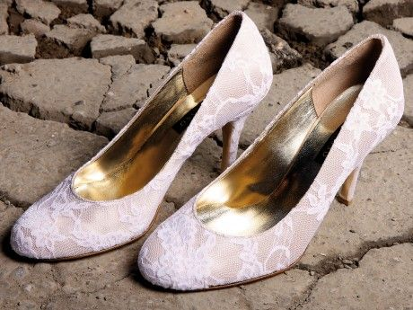 Bridal Leather Pump with Lace. Available in other colors and materials after demand.
