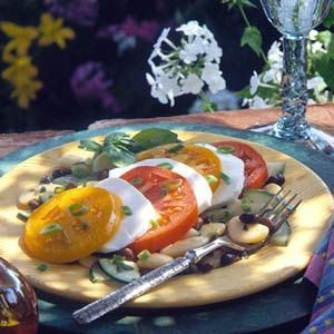 This vegetarian main-dish salad recipe, loaded with healthy protein and fiber, features beans and zucchini, tossed with red wine vinaigrette and arranged with fresh mozzarella and sliced tomatoes.Amazing Recipe, Salad Recipes, Italian Mozzarella, Red Wine, Mozzarella Salad, Healthy Recipe, Slices Tomatoes, Fresh Mozzarella, Healthy Protein
