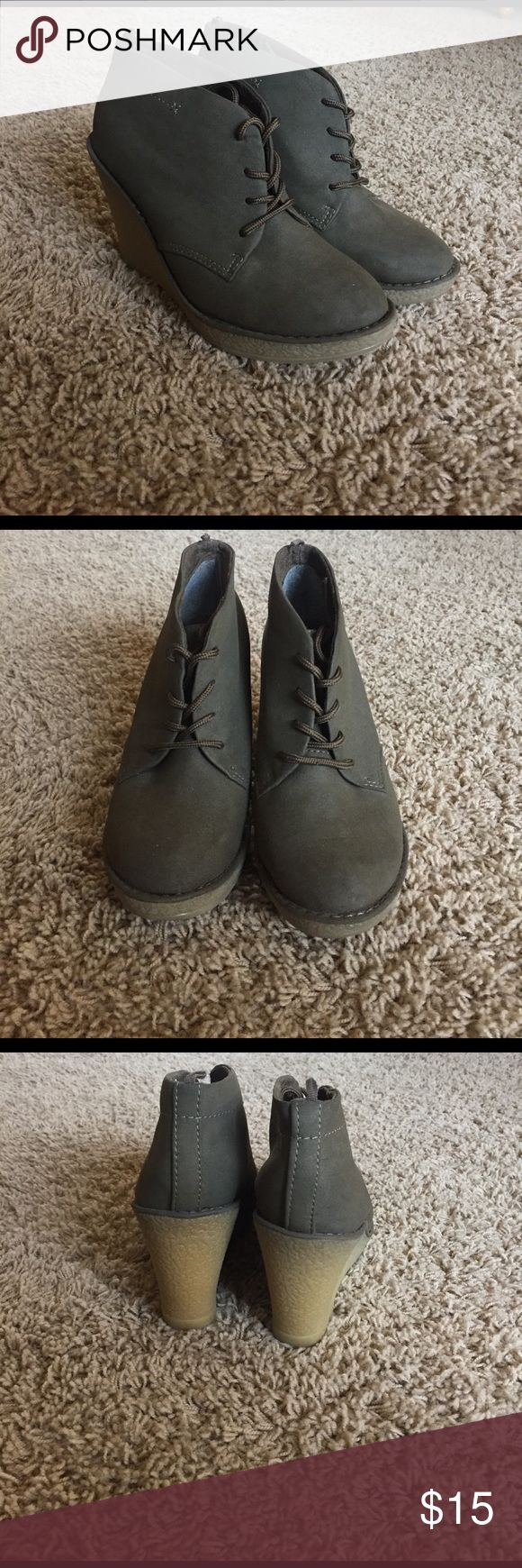 Green Old Navy Wedges Cute dark green booties for walking tall. Very comfortable with good traction.! feel free to make an offer Old Navy Shoes Ankle Boots & Booties