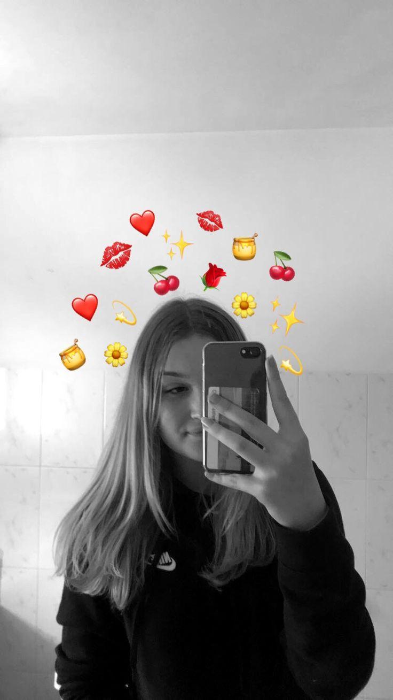 Pinterest ℭ𝔥𝔦𝔡𝔢𝔯𝔞 Selfie Poses Instagram Emoji