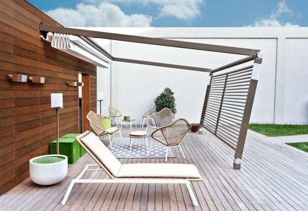 garten ideen pergola metall terrassendielen holz gartenmöbel rattan stühle