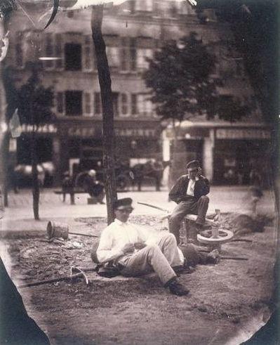 terrassiers au repos sur un boulevard, Paris, 1853,Charles Nègre (1820–1880)