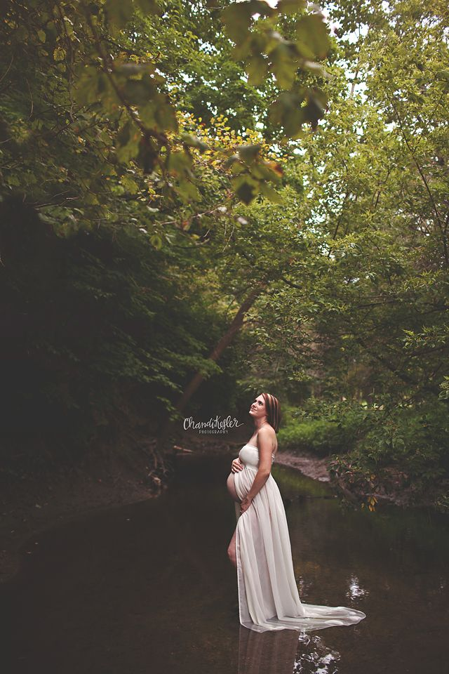 Bloomington-Normal Pregnancy Photographer  - maternity session creek photos