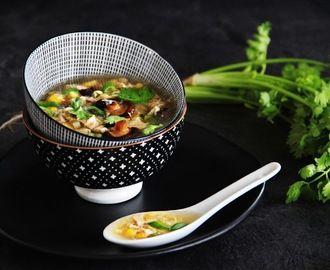 Vietnamská kuřecí ( slepičí ) polévka Súp Gà Nấm Hương
