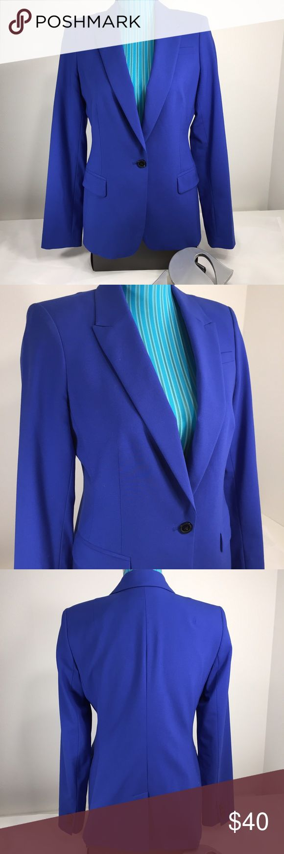 🆕Banana Republic Royal blue blazer size 8 In excellent used condition. Has two pockets. Shell = 95% wool and 5% spandex. Lining = 109% polyester. Looks great dresses up, or with pair of jeans! Banana Republic Jackets & Coats Blazers