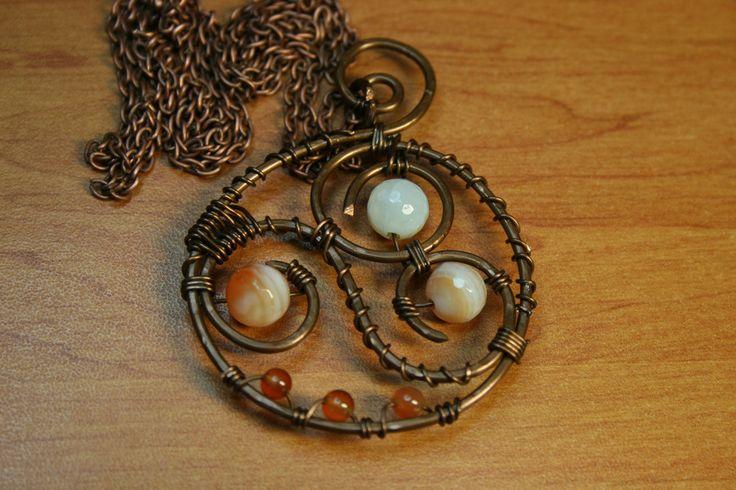 9Μενταγιον με συρμα χαλκου και χαντρες - Pendant with copper wire and  beads ΚΩΔ.01-01-054