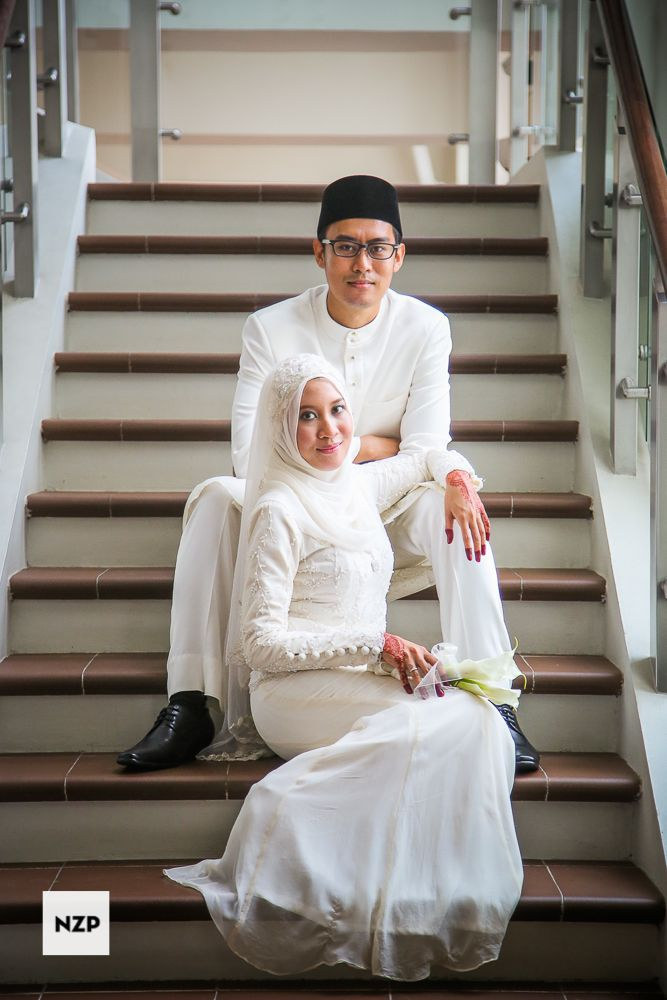 Malaysia Wedding. A happy young malay couple just get married. www.nazimzafri.com