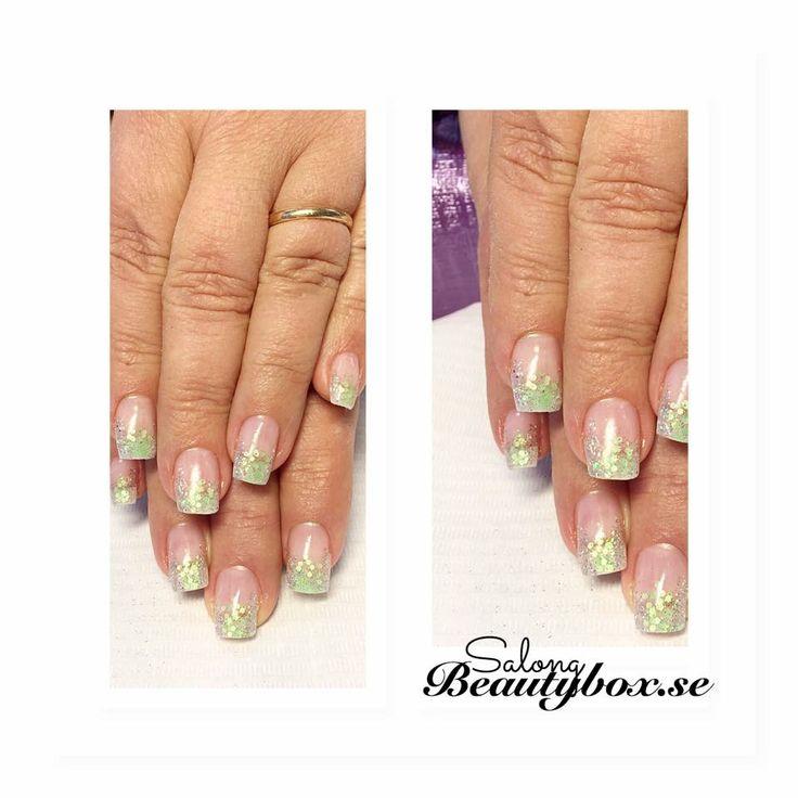 Vårfina naglar utförda av Nicolina på Salong Beautybox