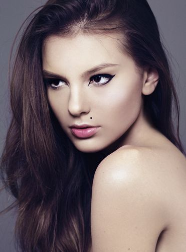 make up beauty pink eyes girl look