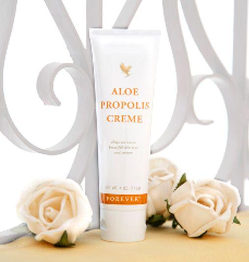 【APスキンクリーム アロエ・プロポリスクリーム】天然植物保湿成分がたっぷりとうるおいを与えみずみずしく輝く素肌へ。自然のやわらかな香りでマッサージクリームとしてもリラクゼーションをもたらします。商品ページ→ http://aloe.shops.net/item?itemid=9909