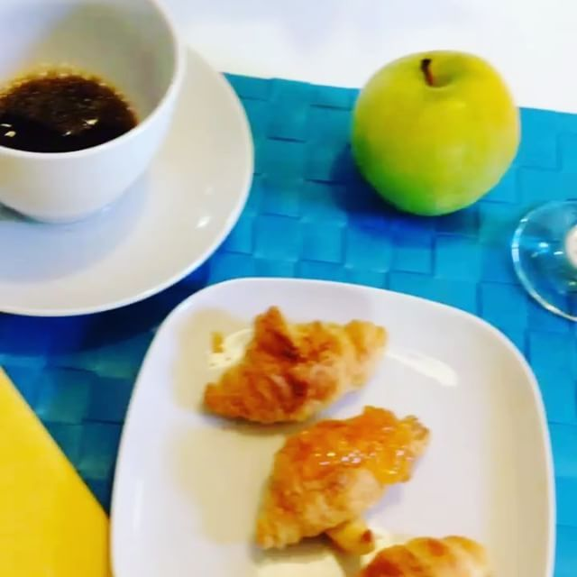 The smell of morning coffee & oven-baked croissants.. Every morning here for you.. #lisbondreamsguesthouse #morningcoffee #croissants #yummy #happymornings #littlethingsmatter