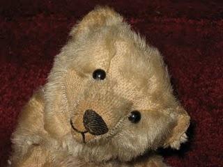 Old Teddy. Isn't he lovely? http://antiqueteddybearcrossing.blogspot.com/2009/09/steiff-teddy-bears-antique-to-modern.html