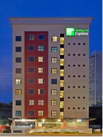 Holiday Inn Express Mexico Santa Fe Mexico City This hotel is located in Santa Fe, one of Mexico City's major business districts, just 600 metres from the Bancomer Convention Centre. It offers a fitness centre and air-conditioned rooms with free Wi-Fi.