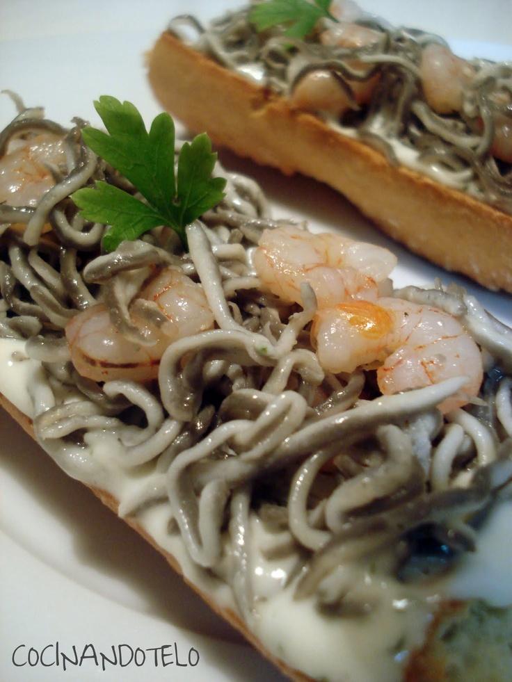 Cocinándotelo: TOSTAS DE GULA CON GAMBAS Y ALI OLI