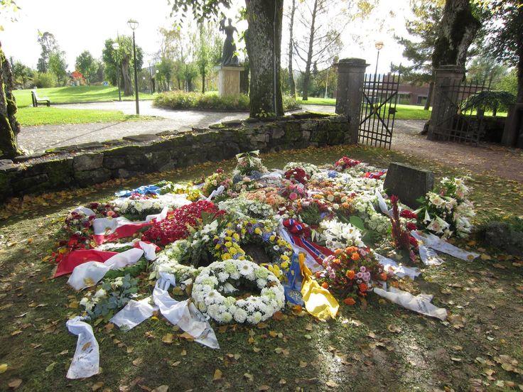 William and Kate visit Princess Diana's grave 1200 · 1600