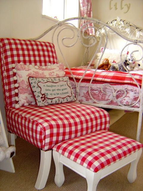 Red gingham bedroom red and white goodies pinterest for Gingham decorating ideas