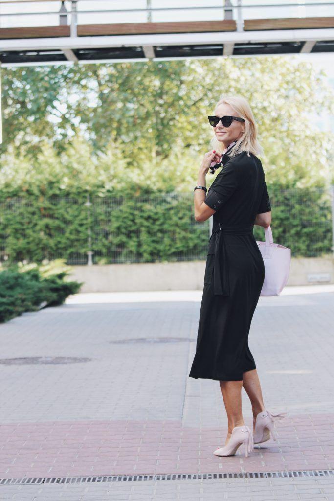 Czarna sukienka szmizjerka/ dress Adolfo Dominguez, buty/ shoes Loft37, torebka/ bag Tosca Blu, okulary/ sunglasses Celine