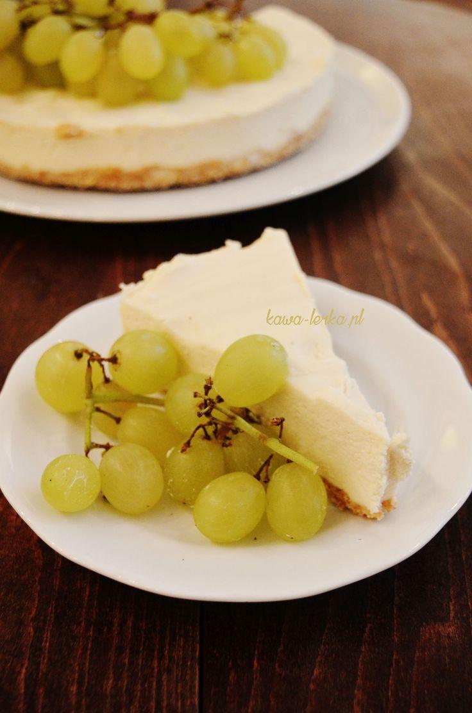 Sernik z białej czekolady z owocami. Polish cheesecake with white chocolate and fruits. https://pl.tripadvisor.com/Restaurant_Review-g274772-d8590804-Reviews-KawaLerka-Krakow_Lesser_Poland_Province_Southern_Poland.html