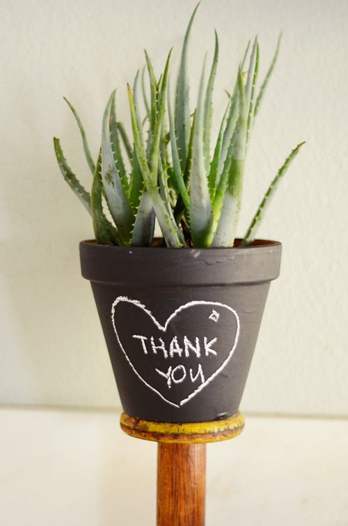DIY Chalkboard Pots, you could write anything! these would be perfect teacher appreciation gifts