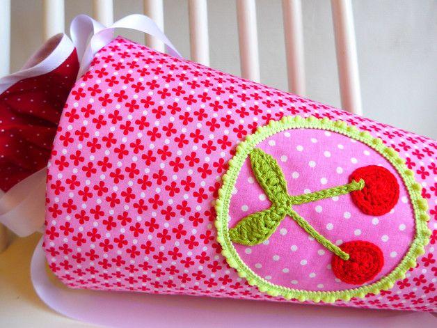 **SCHULTÜTE KIRSCHEN! Als Zuckertüte/Schultüte für den 1. Schultag und danach als Kissen für das Kinderzimmer.**  Tolle Erinnerung!  Der Schultütenbezug ist aus Stoffen (rot-pink-grün) genäht,...