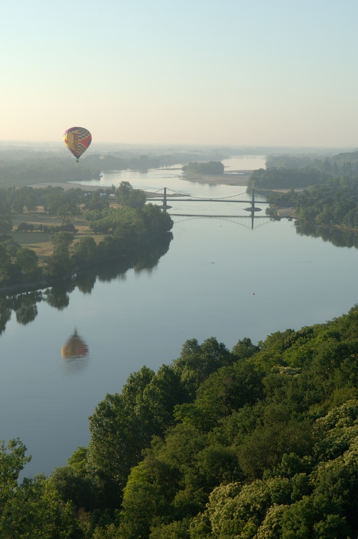 Montgolfières d'Anjou au dessus du fleuve royal !!  To the west of Saumur and a beautiful drive along the river bank.