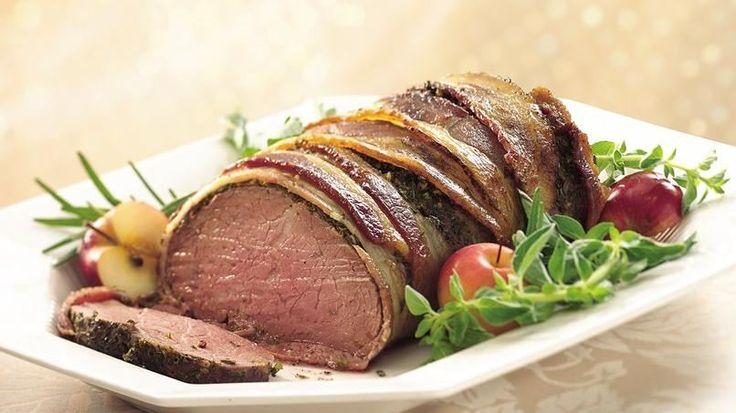 Cada bocado de carne está jugoso, suave y lleno de aromáticos sabores. Las hierbas de olor y la envoltura de tocino son el secreto del éxito.