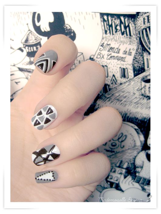 Cool black, white and grey #nailart  http://nailartpaintersp.blogspot.com.es/