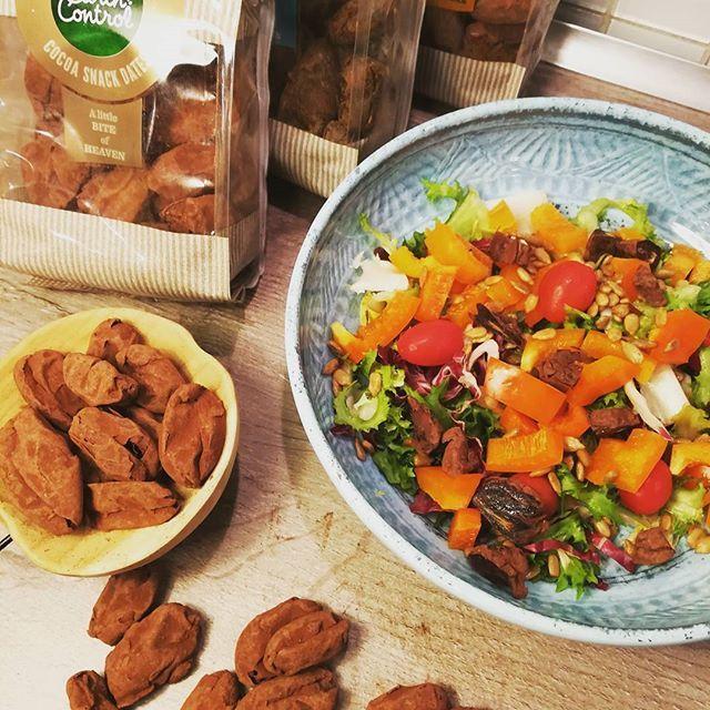 Reklame// NYHED fra @earthcontrol dadler i 3 varianter. Lakrids kanel og cacao. De er gode som snack eller i en efterår/vintersalat. Og især perfekt til julebordet når man når så langt. Dadler er lidt fede på kcal, men indeholder stadig gode kostfibre💪 Tips til vinter/julesalat: Frisk grønkål Granatæble Æbler @earthcontrol dadler og tilstede græskar kerner #salat#dadler#spondoreret#reklame#vægttab#sundhed#livsdtilssændring#@bybrorson…