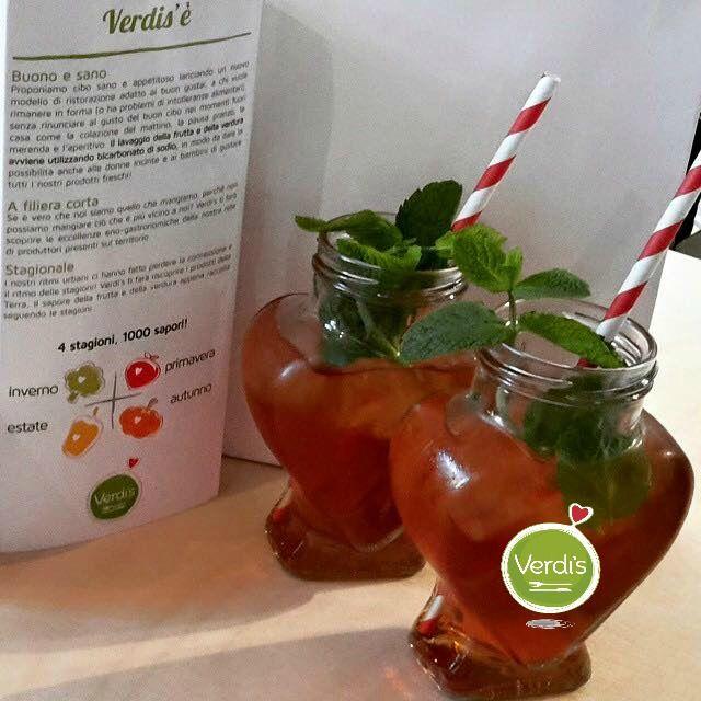"""Giornata """" Calda&Faticosa""""??? Ti aspettiamo da Verdi's per coccolarti con un dissetante te' bianco freddo alla mentuccia!!! #foody #expo2015 #milan #love #healthy #menta #verdis #sanoappetito #milano #foodlover #veg #vegan #vegetarian #summer"""