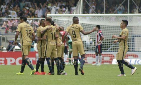Con autogol, Pumas vence 1-0 a Chivas   El Puntero