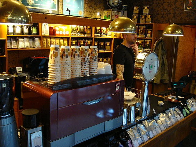 KAFFEFUGLEN OSLO: Great coffe bar - we just love their art of coffee making : ) more later...