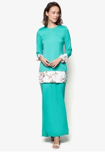 Baju Kurung Modern from Gene Martino in Green Sick of paying full price for less than half the fabric and zero layering? Then it is about time for you to welcome this elegant Gene Martino beauty into your closet. Lovingly adorned with a floral-inspired theme that gently sets an overall romantic ... #bajukurung #bajukurungmoden