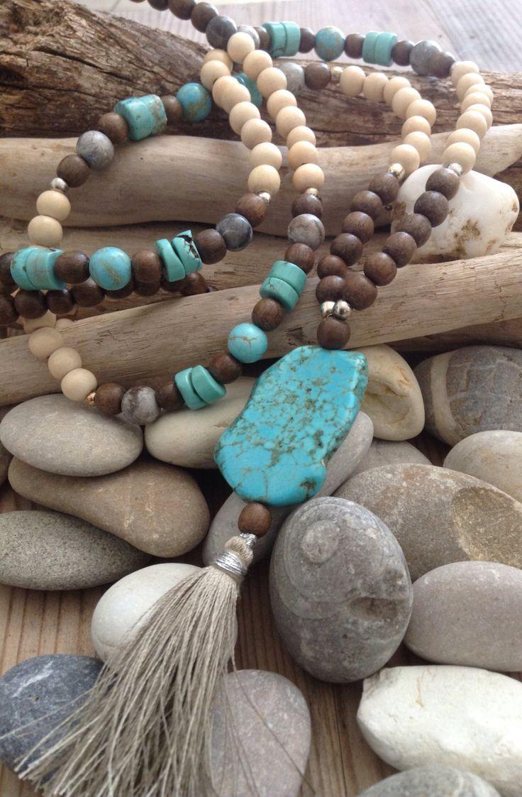 Sautoir bohème turquoise et pompons - Boho chic - Hippie chic - Boho necklace par Bohemiaspirit sur Etsy https://www.etsy.com/fr/listing/234758454/sautoir-boheme-turquoise-et-pompons-boho