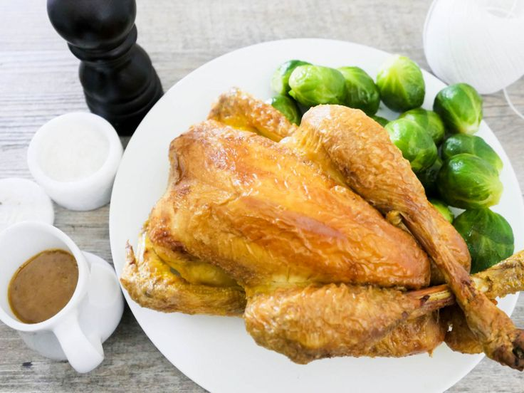 さてクリスマスも近くなってきましたのでローストチキンと美味しいグレービーソースの作り方を紹介します。 クリスマスには七面鳥というイメージもありますが、フランスでは七面鳥よりも鶏肉の方が人気です。