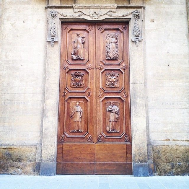 #woodwork #woodendoors #firenze #florence #stonewall #church #italy #design #architecture #doors #entrance #wooden
