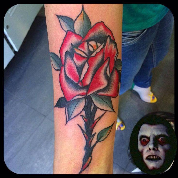 Una bella rosa rende sempre felice una donna e il nostro super talento dell'old school c'e' riuscito anche stavolta.. Bravo Corra!!  Tattoo artist: il Corra  Tatuaggio traditional http://www.subliminaltattoo.it/prodotto.aspx?pid=08-TATTOO&cid=18  #subliminaltattoofamily   #corradocarnevali   #oldschoool    #rosatradizionale   #tattooartist   #tatuaggio   #tattoo