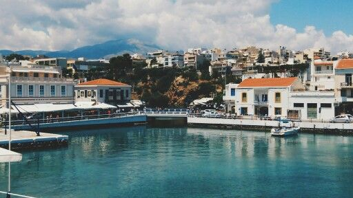 The city of Agios Nicolaos.