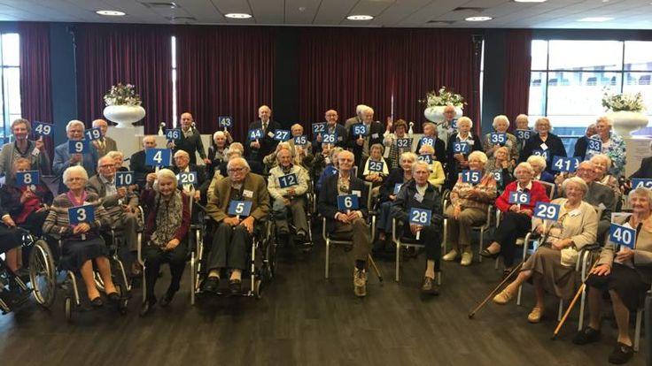 Vijftig eeuwelingen met een heldere geest gingen in Almere samen op de foto.