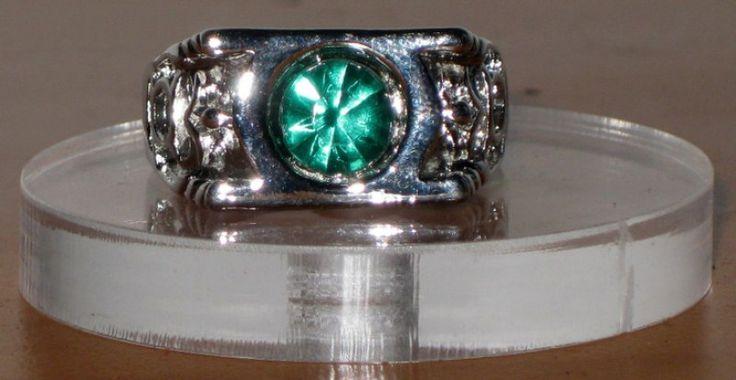 Anillo de Linterna Verde. Metal + piedra verde. Fantasía.