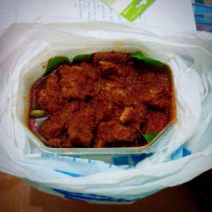 Sie Reuboh Buatan Mbak Anna  Malam ini saya sowan ke rumah Mbak Anna, Alumni SMASA Tahun 1993 yang berdomisili di Banda Aceh, satu kota dengan saya. Selain sowan ke rumah ngobrol ngalor ngidul, kunjungan saya kali ini juga didukung oleh rasa penasaran saya terhadap salah satu jenis makanan. Read More ---> http://huluq4indonesia.blogspot.com/2014/11/sie-reuboh-buatan-mbak-anna.html