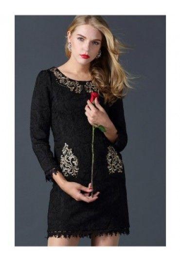 O #rochie neagra nu are voie sa iti lipseasca din garderoba ta. Rochia din #dantela cu #broderie aurie este perfecta pentru o #tinuta #casual.