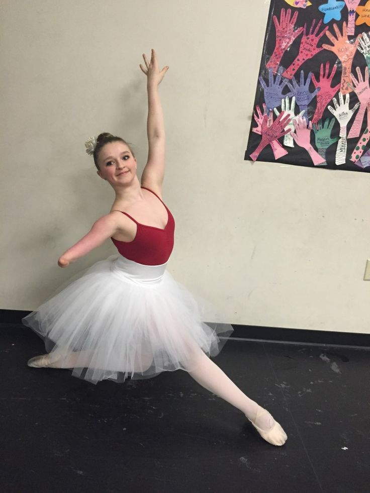 Teen dancer who asks 'who needs two arms?' absolutely slays her hip-hop solo