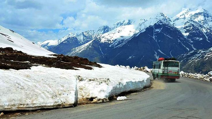 Permits To Visit Rohtang Pass Are Now Closed  >>> If you are planning to experience the freezing winters of #Manali and planning to experience the thunder of #RohtangPass here is a bad news for you.  Due to the Overcast sky and chances of snowfall, the online systems of issuing permits for Rohtang Pass have been shut down.