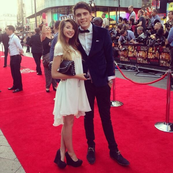 Alfie and Zoe (YouTubers) on the This Is Us red carpet! If you don't know who this is I am hardcore judging... and... OH THEY LOOK SO CUTE WITH THEIR BRITISH SELVES