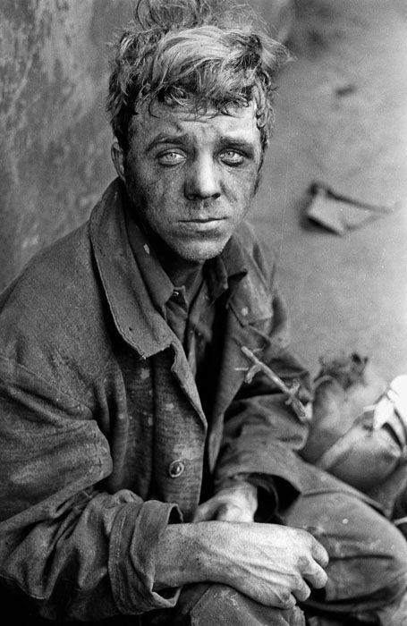Tired worker. KMC. Novokuznetsk, 1980. Photo by Vladimir Vorobiev